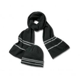 Berretto di maglia e sciarpa